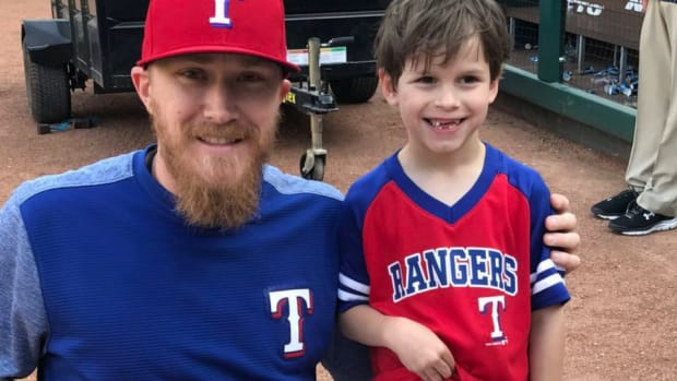 960x640 Jake Diekman meets a young fan
