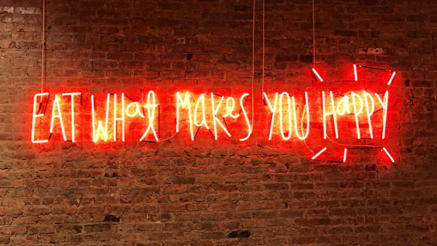 neon sign with words eat what makes you happy