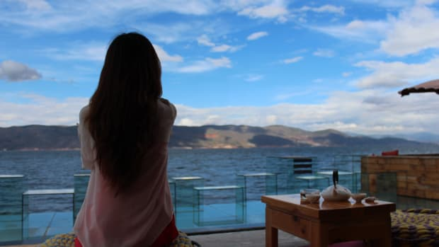 Chistine looking at the ocean