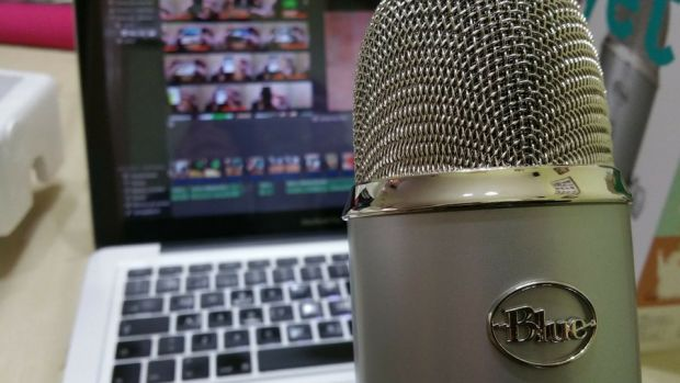 microphone and computer for podcast