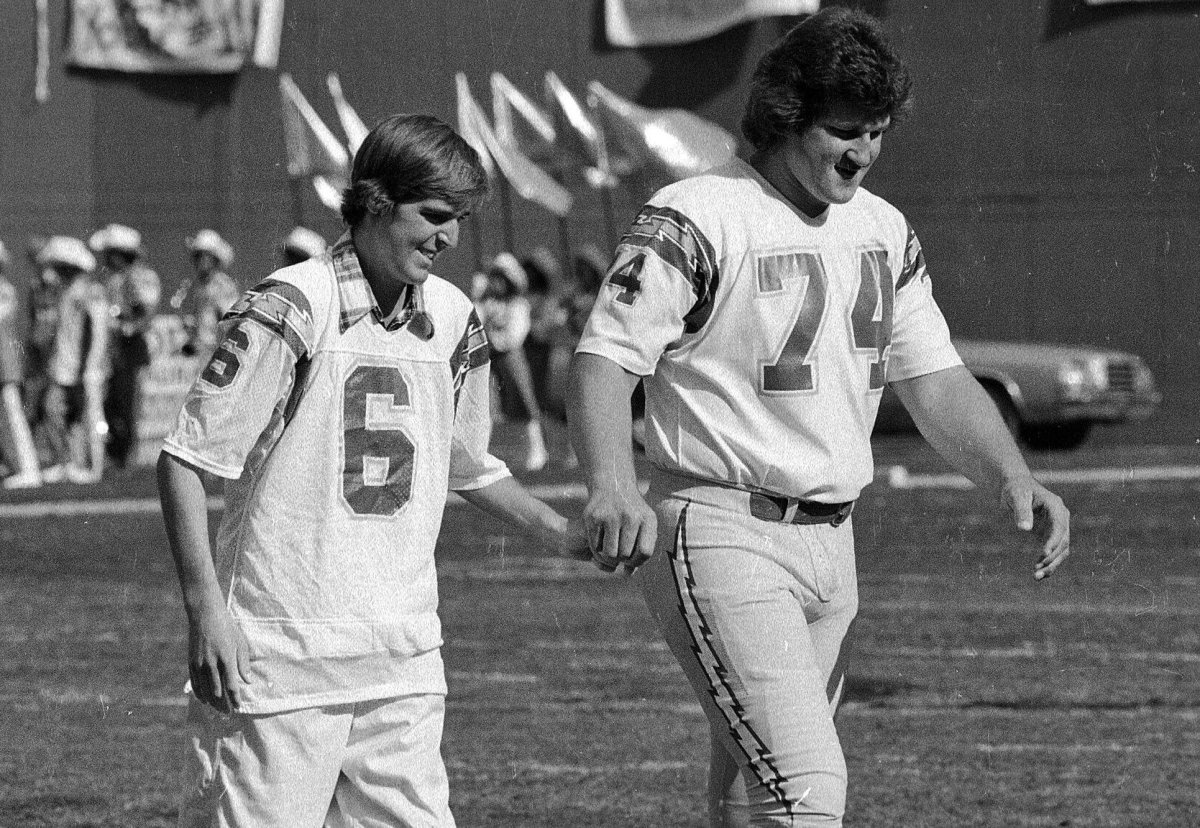 Chargers kicker Rolf Benirschke, who had been hospitalized, was escorted to midfield by Louie Kelcher for a game coin toss against the Pittsburgh Steelers on Sept. 18, 1978.