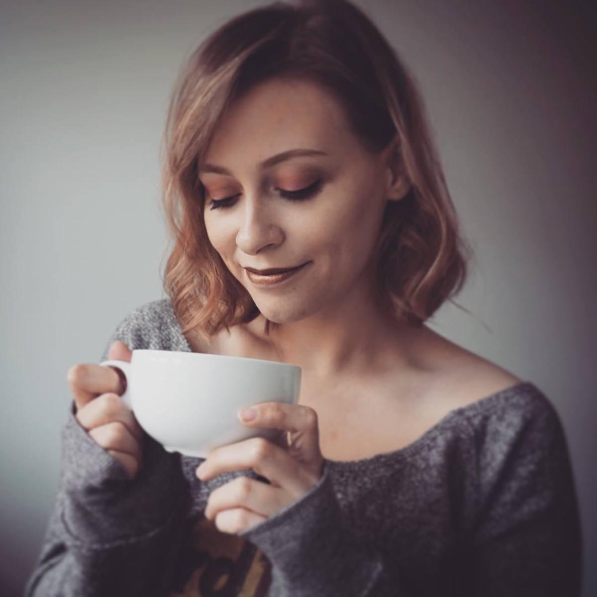 Thaila Skye holding tea mug