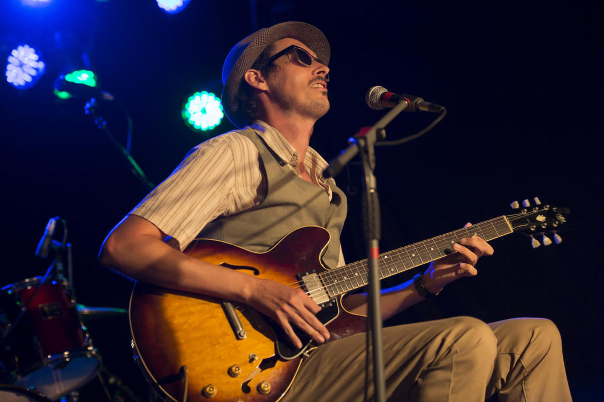 Luke Escombe blues guitarist – photo by Allen S Pyrah